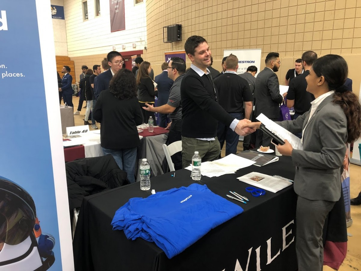 Recruiter from Wiley shaking hands with Stevens student