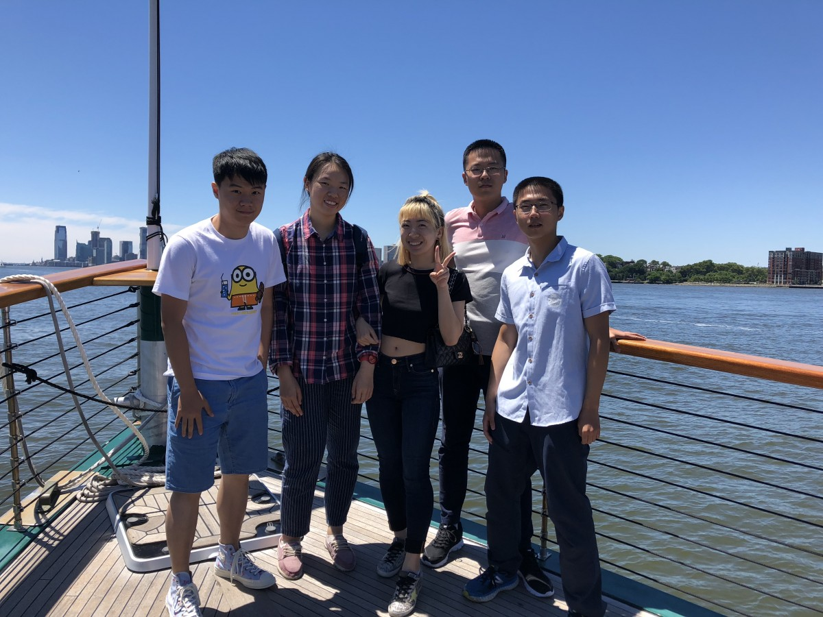 Tsinghua students touring NYC on boat