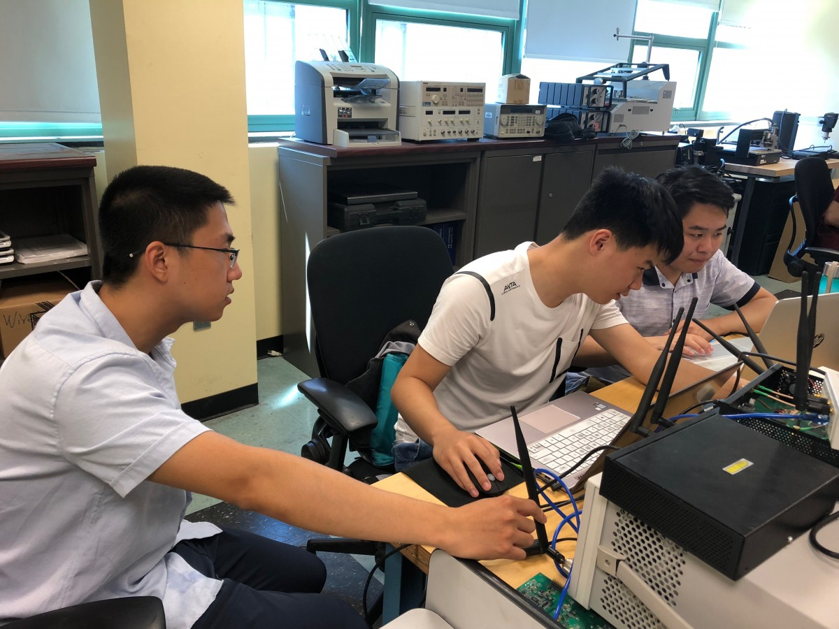 Tsinghua students doing research