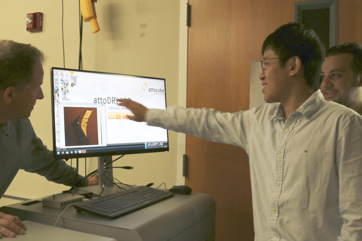 Strauf demonstrating the attoDRY1100's interface to a student