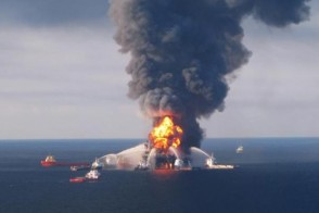 Deepwater Horizon on fire