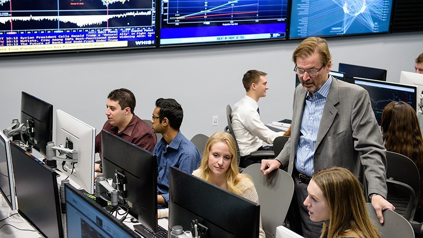 Students in a graduate finance class held in the Hanlon lab.