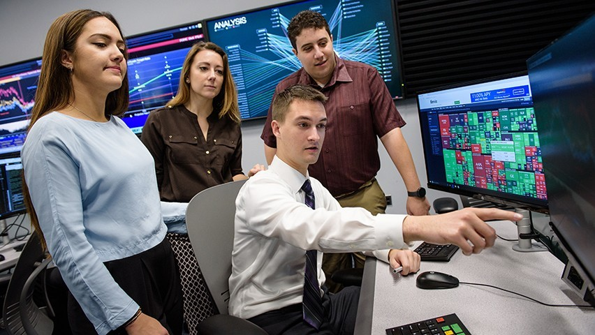 Students in the Hanlon 2 data and analytics lab.