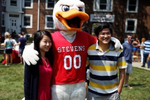 Students standing with Stevens mascot